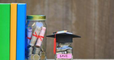 Jsou absolventi českých vysokých škol negramotní? Finančně ano!