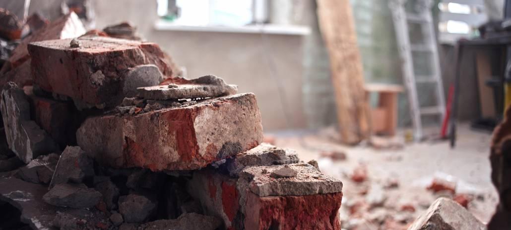 Rekonstrukce vyžaduje bourání, opravy a nový materiál.